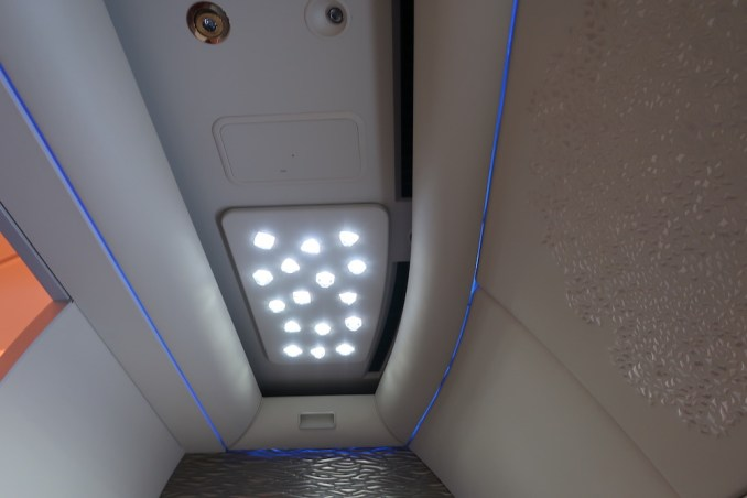 EMIRATES B777 FIRST CLASS SUITE: CEILING
