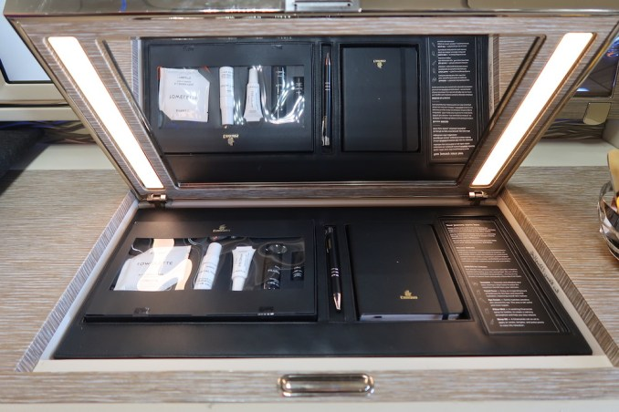 EMIRATES B777 FIRST CLASS SUITE: VANITY UNIT