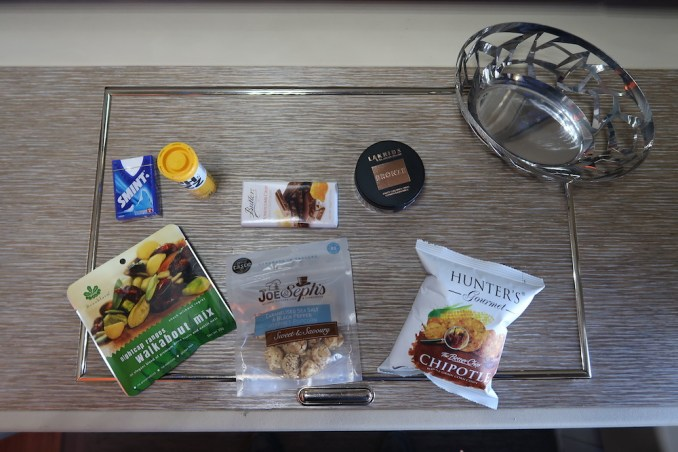 EMIRATES B777 FIRST CLASS: SNACKS