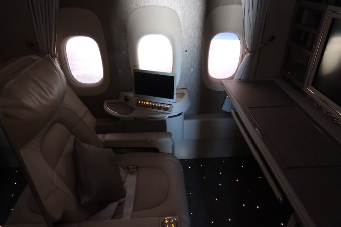 EMIRATES B777 FIRST CLASS SUITE: VIRTUAL WINDOWS