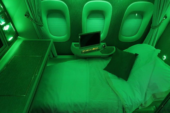 EMIRATES B777 FIRST CLASS SUITE: LIGHTING THEMES