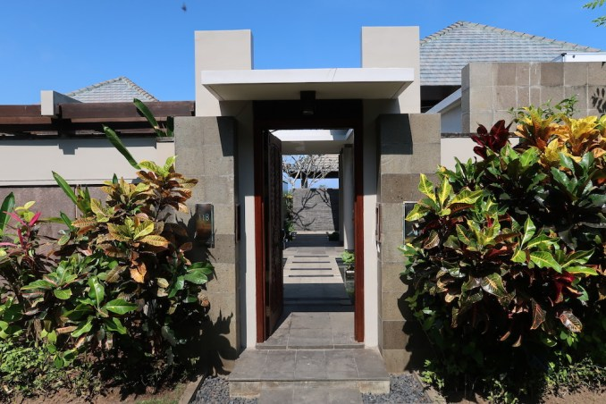 BANYAN TREE UNGASAN: OCEAN VIEW VILLA - ENTRANCE