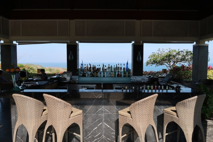 BANYAN TREE UNGASAN: POOL BAR