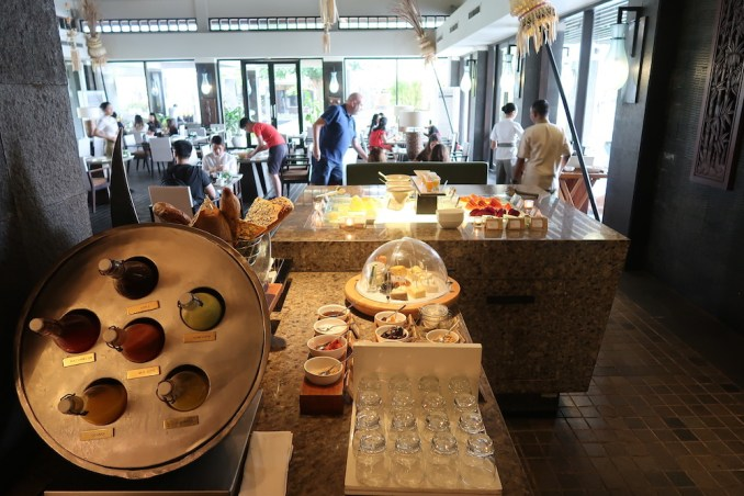 BANYAN TREE UNGASAN: BREAKFAST AT BAMBU RESTAURANT