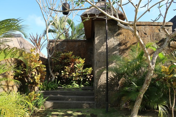 BULGARI BALI: OCEAN VIEW VILLA - ENTRANCE