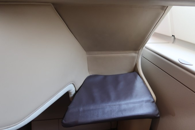 SINGAPORE AIRLINES A380: BUSINESS CLASS SEAT