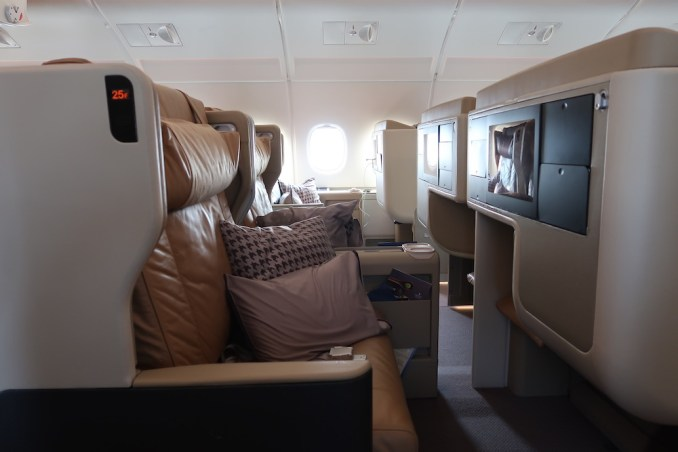 SINGAPORE AIRLINES A380: BUSINESS CLASS CABIN