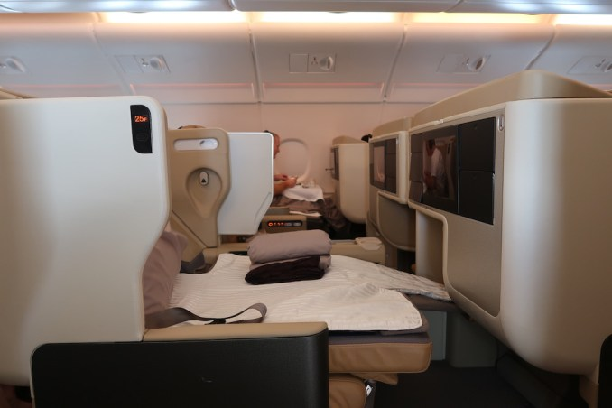 SINGAPORE AIRLINES A380: BUSINESS CLASS SEAT (FLAT BED)