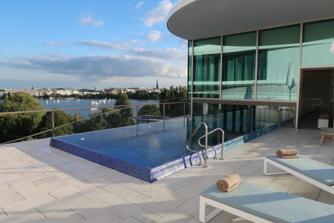 THE FONTENAY HAMBURG: POOL & ROOFTOP