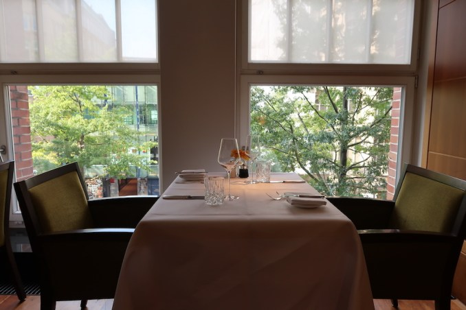 PARK HYATT HAMBURG: APPLES RESTAURANT