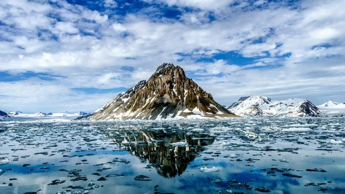 EXPLORE THE RUGGED TERRAIN OF THE SVALBARD ARCHIPELAGO