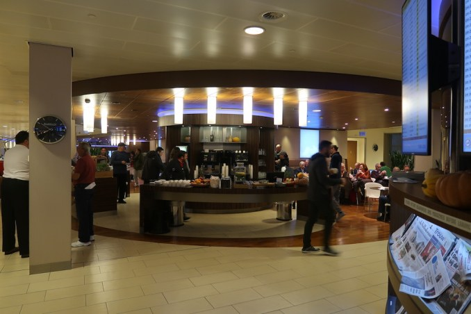 KLM CROWN LOUNGE AT SCHIPHOL