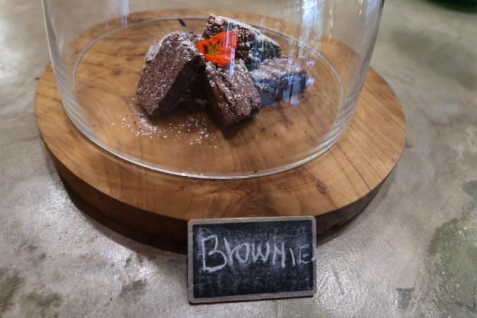 BISATE LODGE: MAIN PAVILION - AFTERNOON TEA