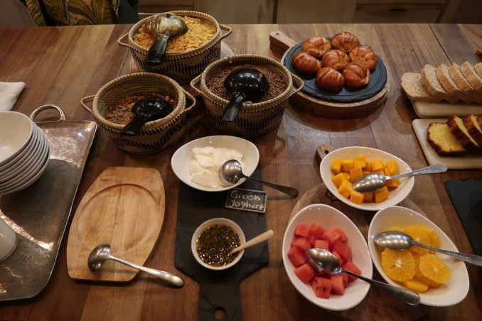 BISATE LODGE: BREAKFAST