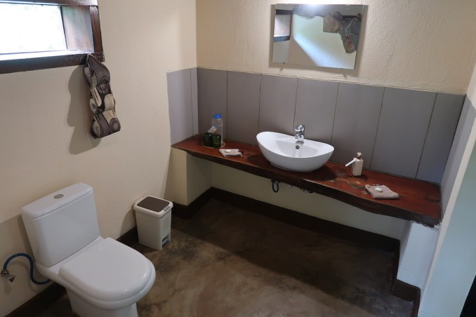 RUZIZI TENTED LODGE: BATHROOM