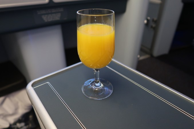 KLM A330 BUSINESS CLASS: WELCOME DRINK