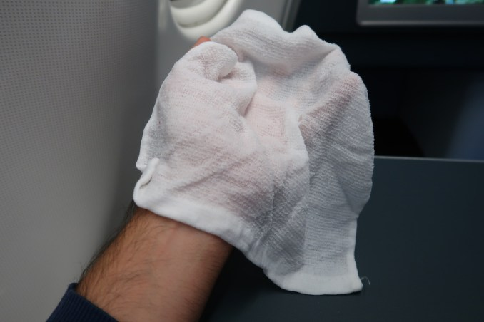 KLM A330 BUSINESS CLASS: HOT TOWEL