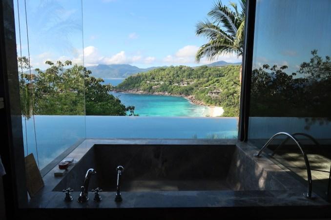 FOUR SEASONS SEYCHELLES: OCEAN VIEW VILLA - BATHROOM
