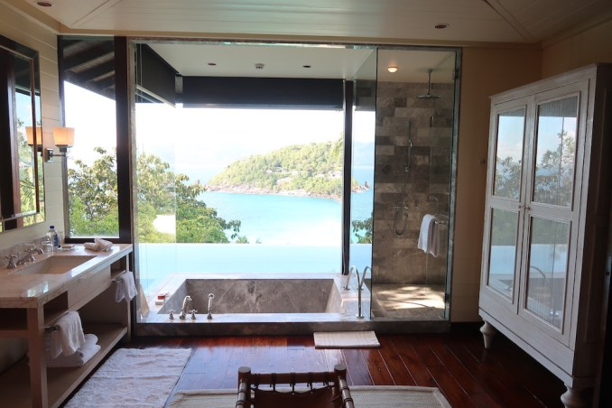 FOUR SEASONS SEYCHELLES: OCEAN VIEW VILLA - BATHROOM