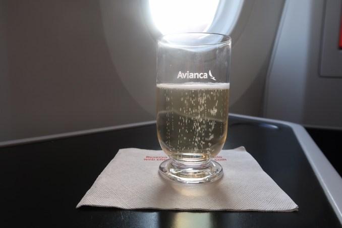 AVIANCA B787 BUSINESS CLASS: WELCOME DRINK
