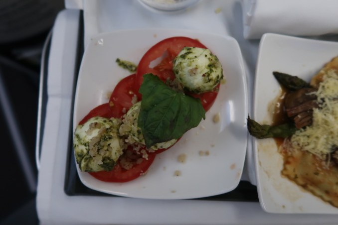 AVIANCA B787 BUSINESS CLASS: DINNER
