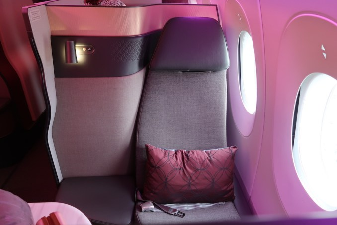 QATAR AIRWAYS A350 QSUITE (WINDOW)
