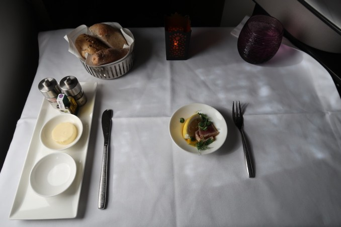 QATAR AIRWAYS A350 BUSINESS CLASS: LUNCH