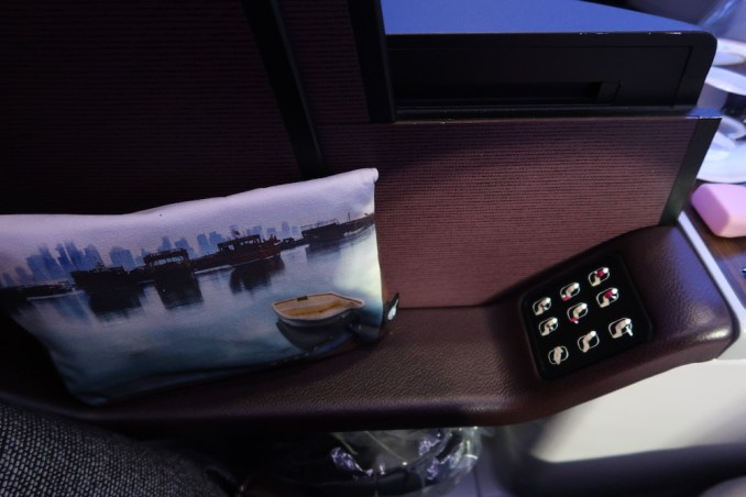 QATAR AIRWAYS A330 BUSINESS CLASS SEAT