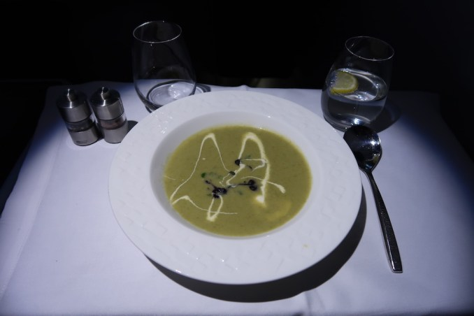 QATAR AIRWAYS A330 BUSINESS CLASS: DINNER