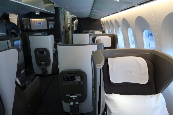 BRITISH AIRWAYS B787: BUSINESS CLASS CABIN
