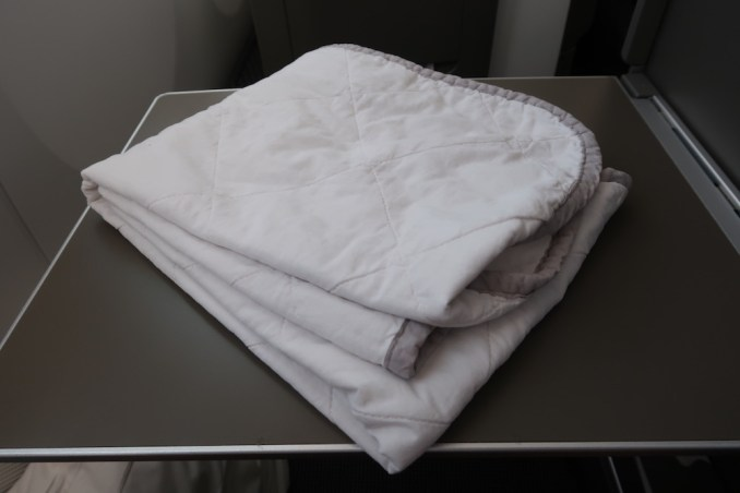 BRITISH AIRWAYS B787 BUSINESS CLASS: BEDDING