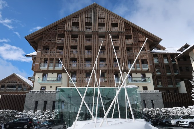 THE CHEDI ANDERMATT: ARRIVAL COURTYARD