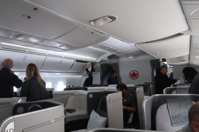 AIR CANADA B787 BUSINESS CLASS CABIN