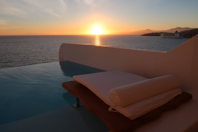 CAVO TAGOO MYKONOS: HONEYMOON SUITE (SUNSET)