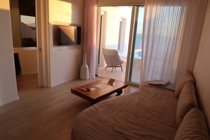 CAVO TAGOO MYKONOS: HONEYMOON SUITE (SITTING AREA)