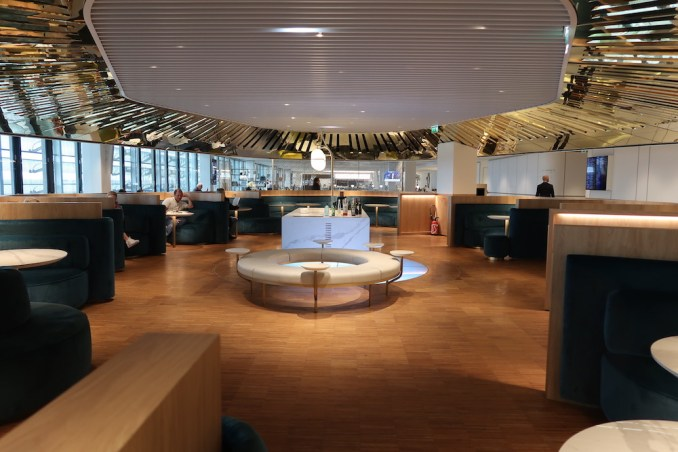 AIR FRANCE LOUNGE AT PARIS CDG AIRPORT: LE BALCON