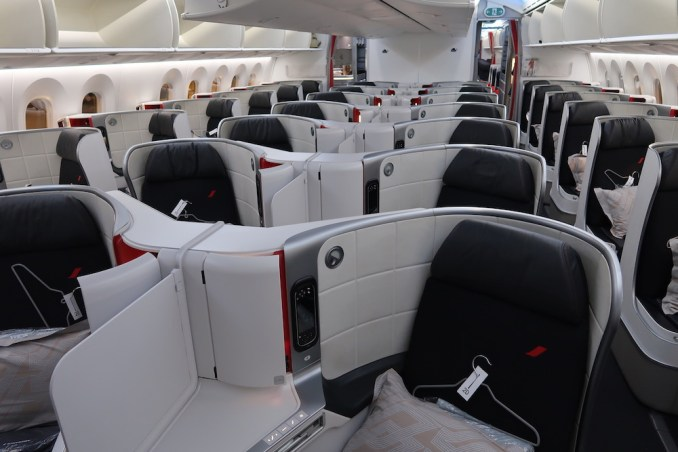 AIR FRANCE BOEING 787: BUSINESS CLASS CABIN