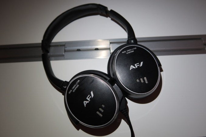 AIR FRANCE BUSINESS CLASS: NOISE-CANCELLING HEADPHONES