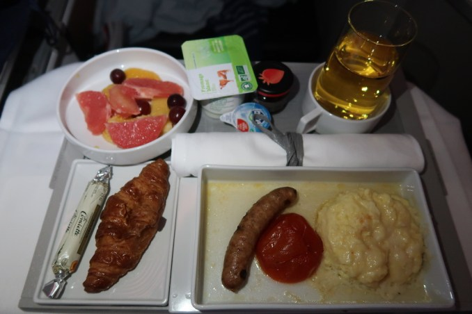AIR FRANCE BUSINESS CLASS: BREAKFAST
