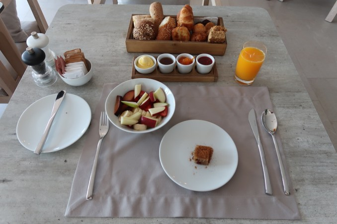 CANAVES OIA EPITOME: BREAKFAST