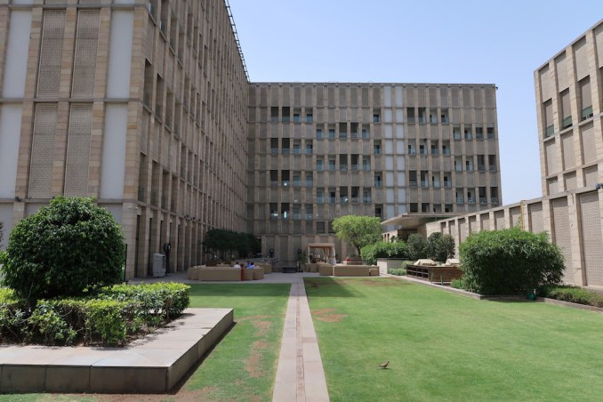 THE LODHI DELHI: CENTRAL COURTYARD