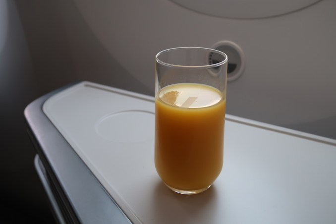 AIR FRANCE B787 BUSINESS CLASS: WELCOME DRINK