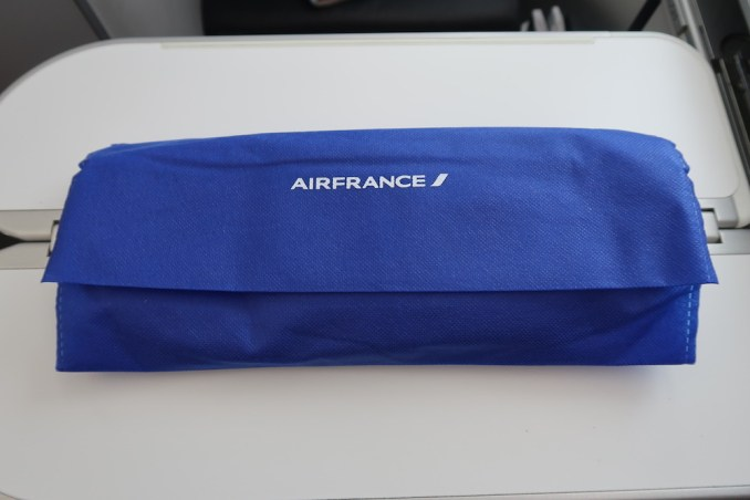 AIR FRANCE B787 BUSINESS CLASS: SLIPPERS & SOCKS
