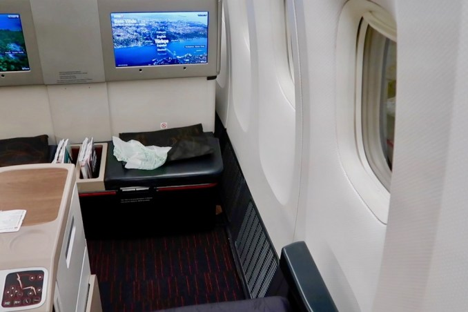 TURKISH AIRLINES B777 BUSINESS CLASS SEAT