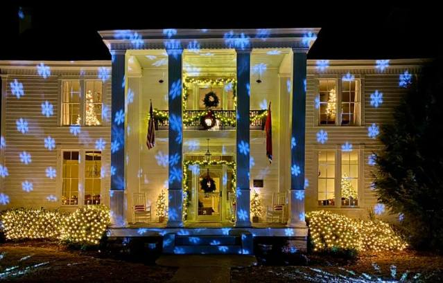 Promise Manor Christmas lights