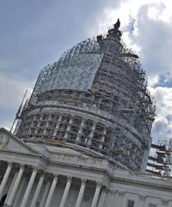 capitol-building-scaffolding-around-top-rotunda