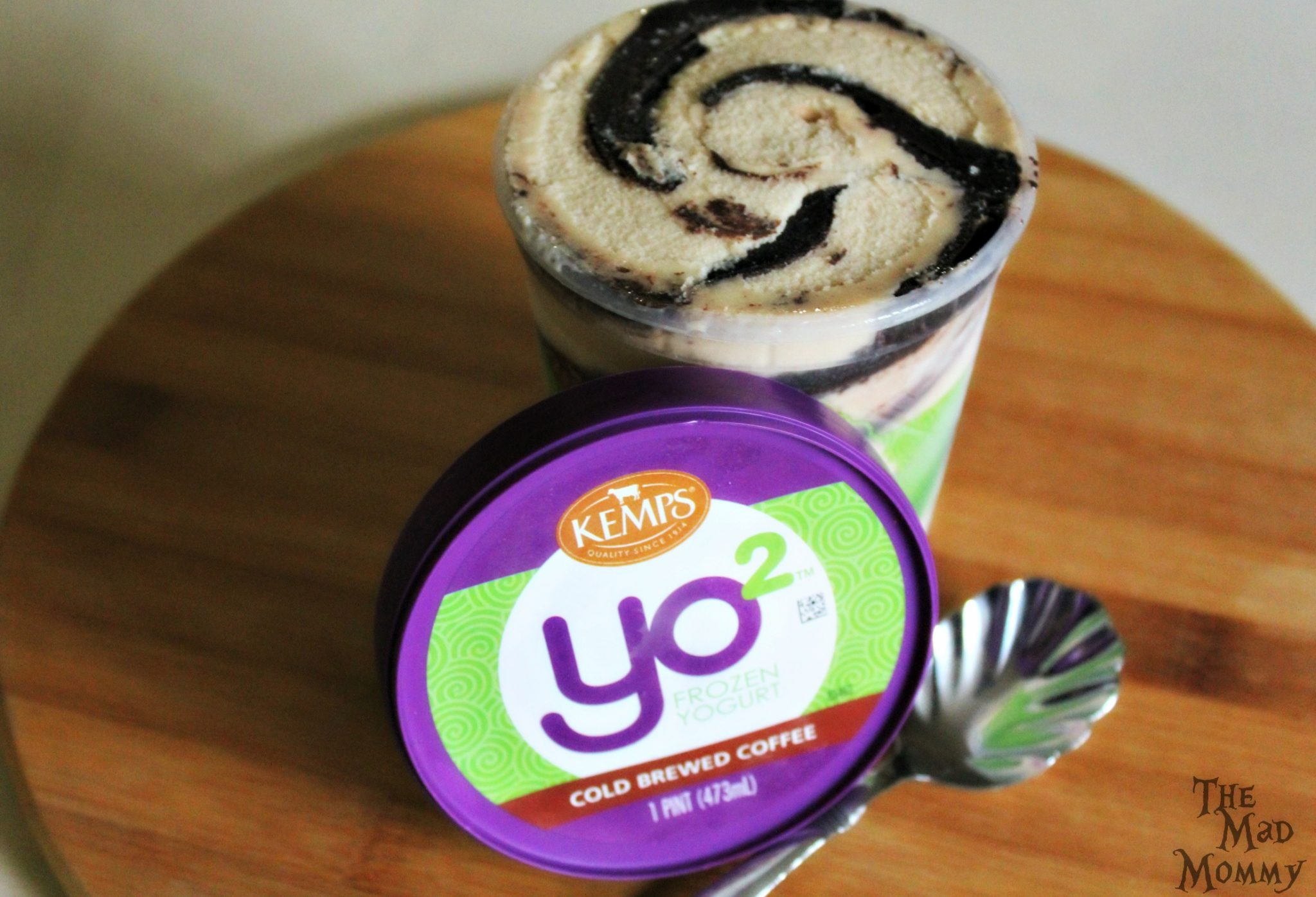 Delicious Kemp's Yo² Frozen Yogurt in Cold Brewed Coffee flavor! #Sponsored #Yo2 #ItsTheCows