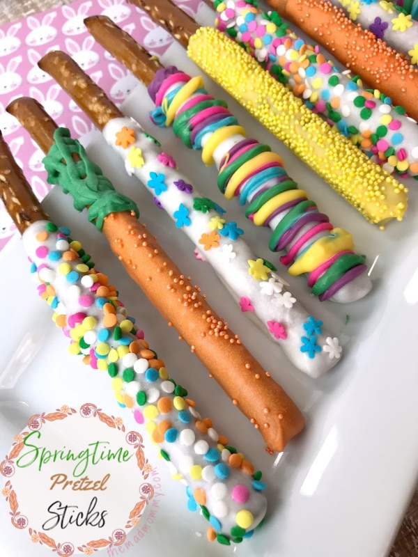 One of the easiest and most versatile ingredients to make recipes with, next to Nutter Butter Cookies, have to be pretzel rods. All it takes is a little bit of melted chocolate, some sprinkles and you've got holiday pretzel rods! Just like I did, to make these White Chocolate Easter Pretzel Rods!