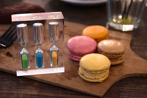 Macaroons!  One of the more fun activities I've managed to track down in London on my pauper's budget.  More of these to follow. over next couple of weeks