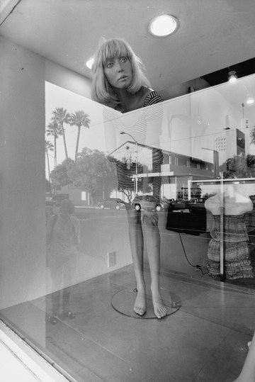Mannequins 1972-12, 1/18/12, 4:15 PM, 16C, 5182x7530 (449+118), 100%, Custom, 1/80 s, R54.8, G26.9, B39.9
